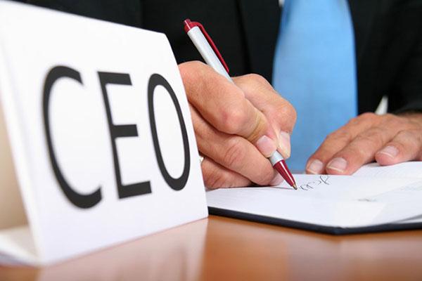 چرا اکثر کارآفرینان و موسسان استارتاپ ها به اشتباه لقب مدیر عامل را به خود می دهند؟